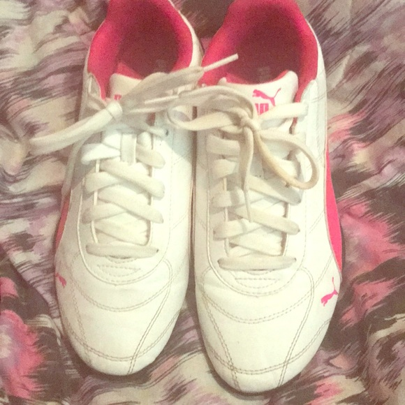 efc241ac Pink and white pumas, size 7 in big kid